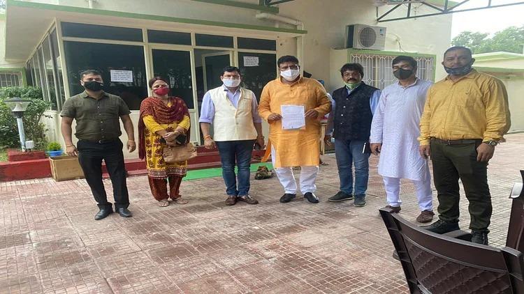 Baliya: ब्राह्मण स्वयंसेवक संघ के आह्वान पर पूरे देश में मंडल कमीशन लागू होने के बरसी पर काला दिवस मनाया गया