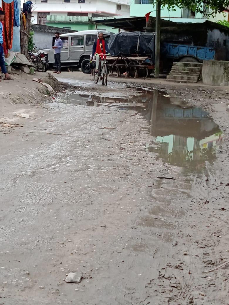 जनता की बात : कालीकरण होने के दो वर्ष मेंं ही उजड़ गया सिधविलया-मधुबनी पथ, ग्रामीणों में रोष,