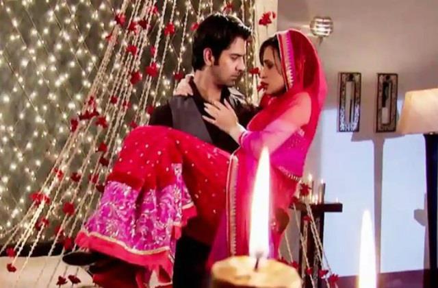भारतीय यूं बीताते हैं शादी की First Night.