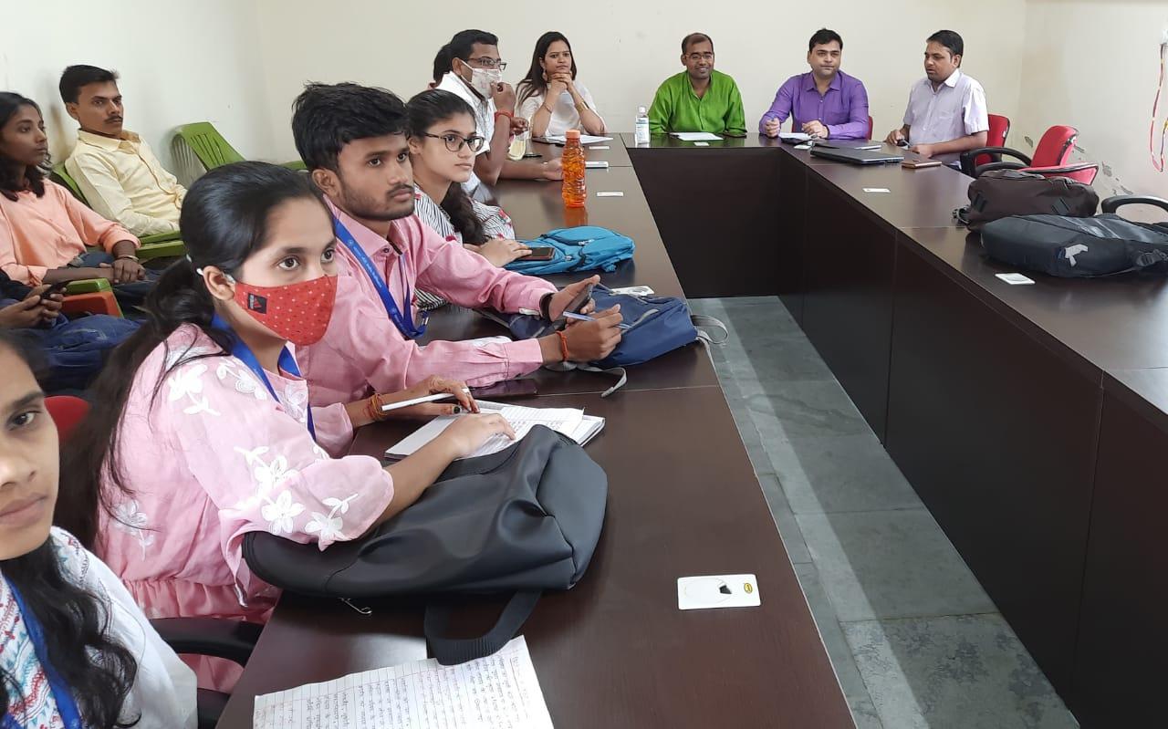 महात्मा गांधी केन्द्रीय विश्वविद्यालय, मोतिहारी में स्वरचित काव्य पाठ का हुआ आयोजन