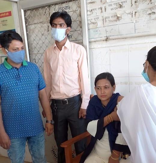प्रधानमंत्री सुरक्षित मातृत्व अभियान के तहत गर्भवती महिलाओं को दिया गया कोविड-19 का टीका