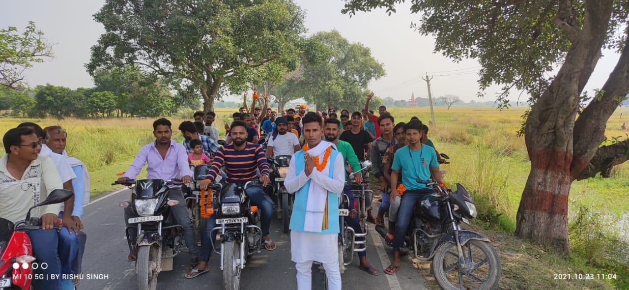 Raghunathpur: पंजवार पंचायत के वार्ड संख्या 12 से सदस्य पद हेतु फारुख खां ने किया नामांकन