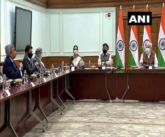 प्रधानमंत्री नरेंद्र मोदी ने वैक्सीन बनाने वाली कंपनी के निर्माताओं से मुलाकात की।